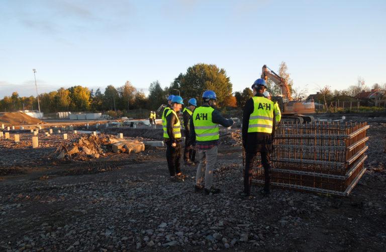 Personer på byggarbetsplats